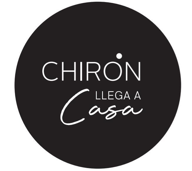 Chirón llega a casa Logo